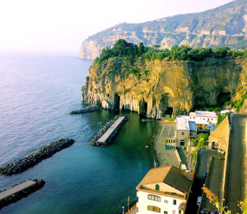 allthingseurope:  Sorrento, Italy (by Oceano Mare)  Simply lovely.