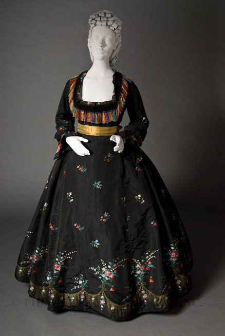Woman's evening gown circa 1866. FIDM. Accession Number: 2007.893.1AB