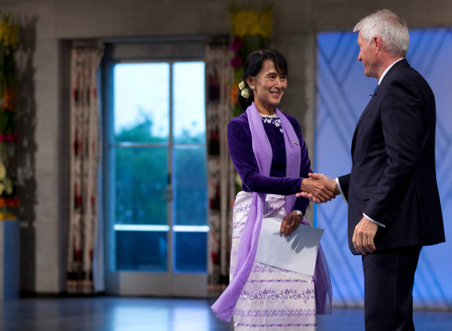 21 Years Later, Aung San Suu Kyi Receives Her Nobel Peace Prize