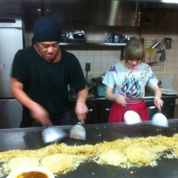 Kyary Pamyu Pamyu posted a photo of herself cooking in a Shojono Tomo tee. Thanks Kyary!