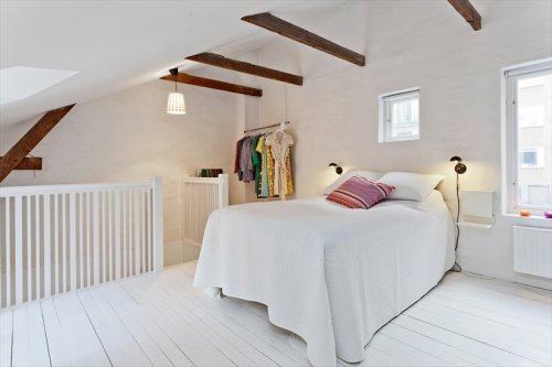 myidealhome:  beautiful attic bedroom (via erikolsson)