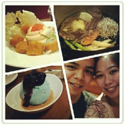 Saturdate with tero at sizzlin' pepper steak. #food #foodgasm #steak #blueberryicecream #desserts #icecream #steak #crunchykanisalad #yummy #delicious  (Taken with Instagram)