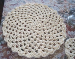 Crochet Placemats/Doilies with Matching Coasters from designsbydewaltz via (copious)
