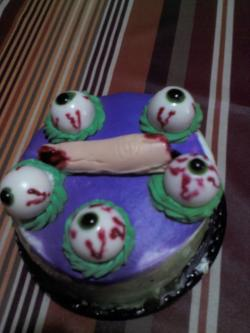 Look at the beautiful  cake that I will eat tomorrow, my sister bought it for me <3 <3 I LOVE MY SISTER :D