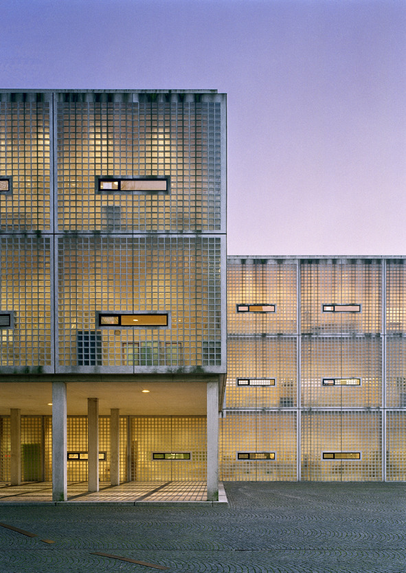 subtilitas:  Wiel Arets - Academy of Arts and Architecture, Maastricht 1993. Via.