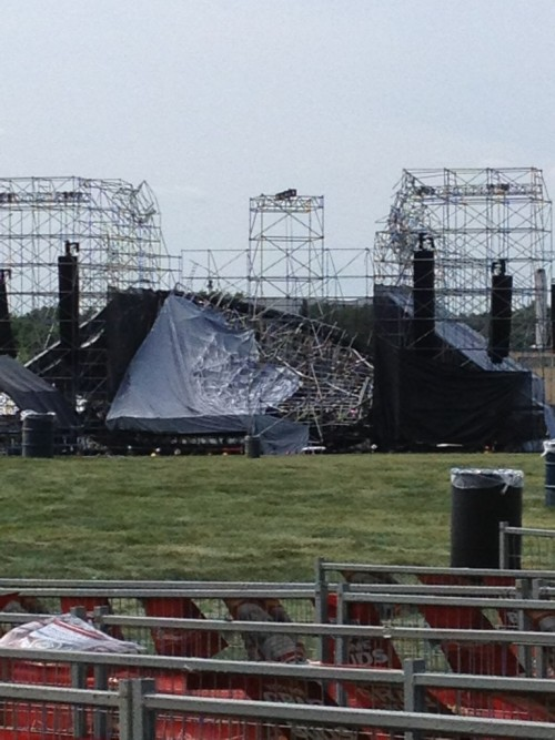BREAKING: Stage collapses ahead of Radiohead show in Toronto CBC reports: A stage at Toronto's Downsview Park has collapsed ahead of a Radiohead concert, killing 1 person and injuring at least 3, according to Toronto EMS. More updates on breakingnews.com. (Photo posted by @zakeaa on Twitter.)