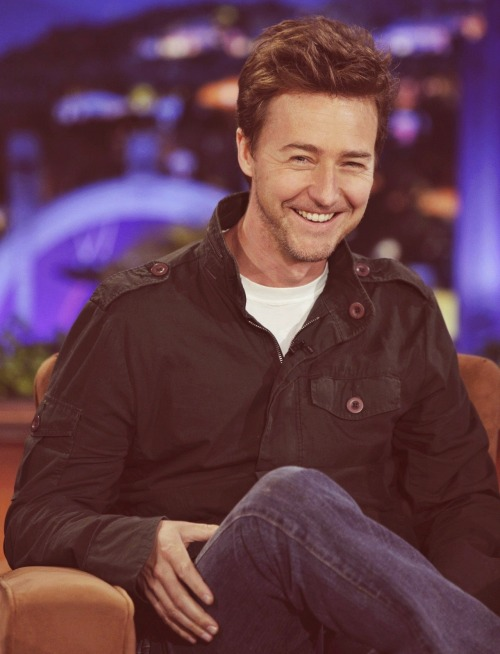 downeyy:  3/50 photos of Edward Norton  Just my favoritest thing ever, this photo.