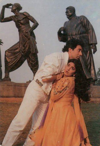 my favorite funny photo of Sunny deol and Juhi Chawla from Izzat Ki Roti :) Love to see them play in movie together
