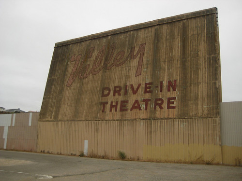 Drove past this lovely old drive-in theatre when I was passing through Lompoc (heading back from my failed trip to Carmel). It's just sitting on the side of the highway, practically in the middle of nowhere. I wanted to stop and take a photo, but it was pouring with rain. Glad I finally found a picture of it!