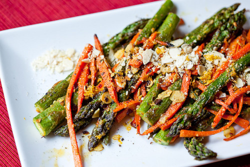 {eat}Chili Almond Asparagus
