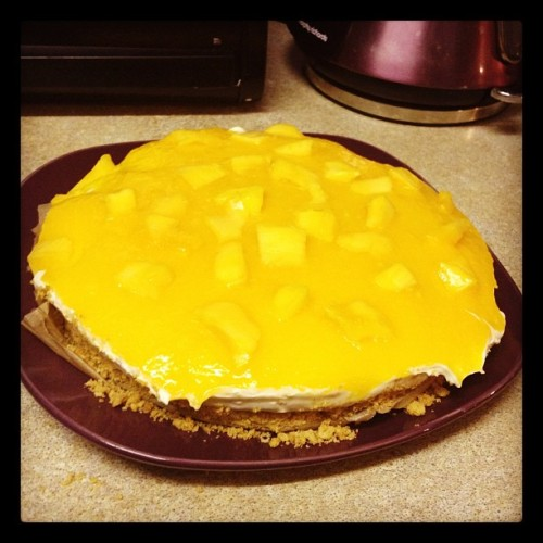 Homemade cheesecake (cheesesplat) Mango topping #dessertking #homemade #cheesecake #food #foodporn #nom #mango (Taken with Instagram)