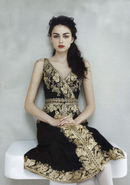 What would Arianne wear?A beautifully embroidered black and gold gown