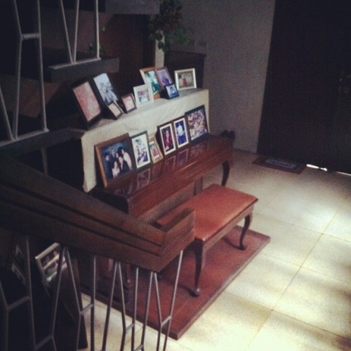 Old Piano And Family Pictures #audreyisms #instagramer #instamood #igersworld #igersasia #iphoneography #iphonesia #iphoneonly #igersph #igph #instadaily #igaddict #igdaily #instagramhub #webstagram  (Taken with Instagram)