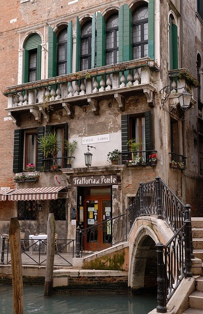 bluepueblo:  Bridge Cafe, Venice, Italy photo via roual