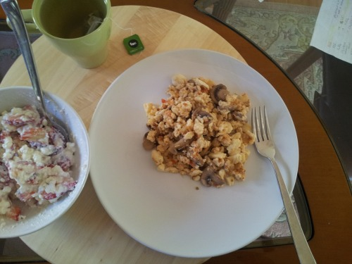 heaithymoi:  Day 1. Breakfast -Mushroom Omlette -Cottage cheese with strawberries (looks messy but tastes great :P) -Cup of green tea