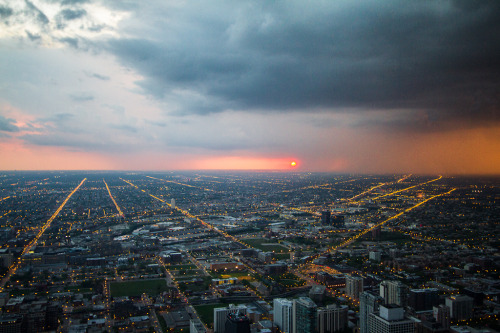 theworldwelivein:  Chicago sunset (by cmozz)
