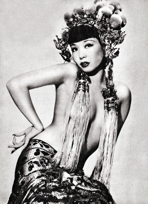 vintagegal:  Burlesque dancer Jadin Wong, 1945