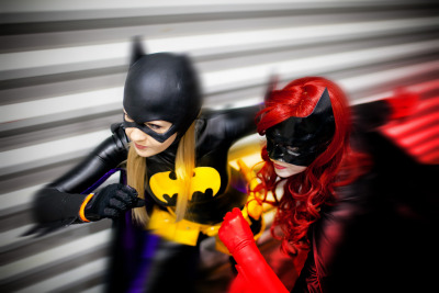 keaneoncomics:  Batwoman (Melissa Echo) and Batgirl (Jillian Hall) [by Andy Wana]