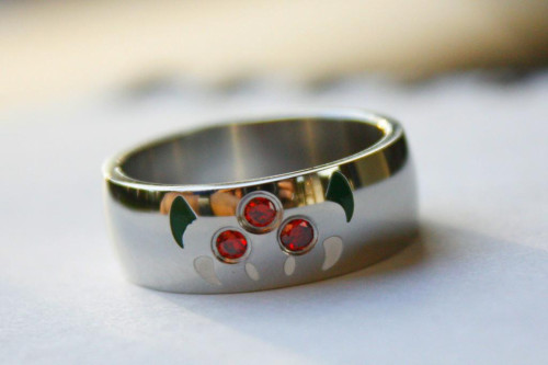 copiouslygeeky:  Metroid Ring  The perfect gift for your geeky girl/guy. You can pick on up for only $30.  Joke about mariage sucking the life out of you.