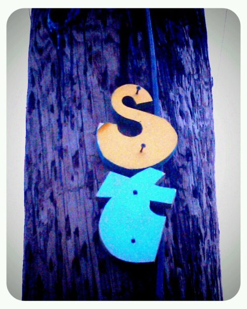 Hand-made St on a telephone pole | Location