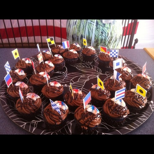 petrnotail:  My sister @stacielawalsh's award-winning #sailabration #cupcakes (Taken with Instagram)