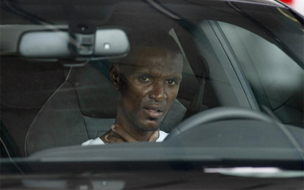 "takeachanceonme10:  ""Picture: Abidal is spending some days in hospital to see how his recovery is going http://www.twitpic.com/9x6kic [sport] #animsabidal"" Via Barcastuff twitter This makes me want to cry. He looks so sick.    He lost tons of weight. Natural, but still it feels unreal."