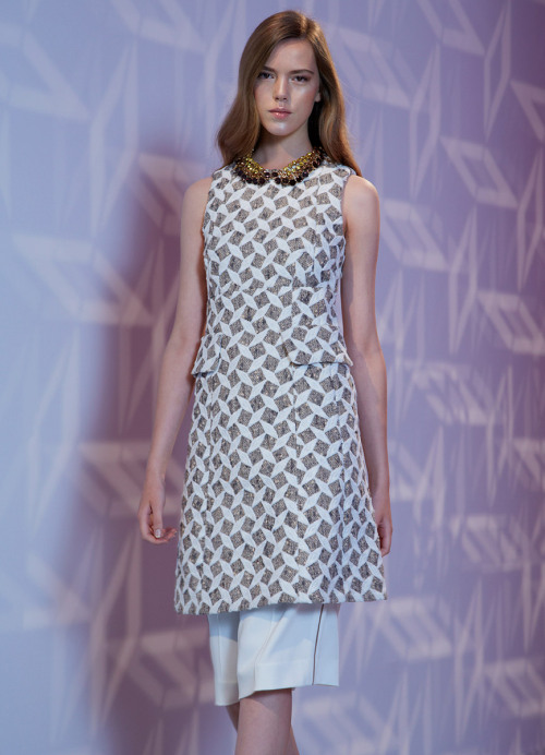 yourmothershouldknow:  Louis Vuitton Resort 2013 Elegancia bohemia. Amo todos los zapatos. ….. Louis Vuitton Resort 2013 Bohemian elegance. I'm loving all the shoes.