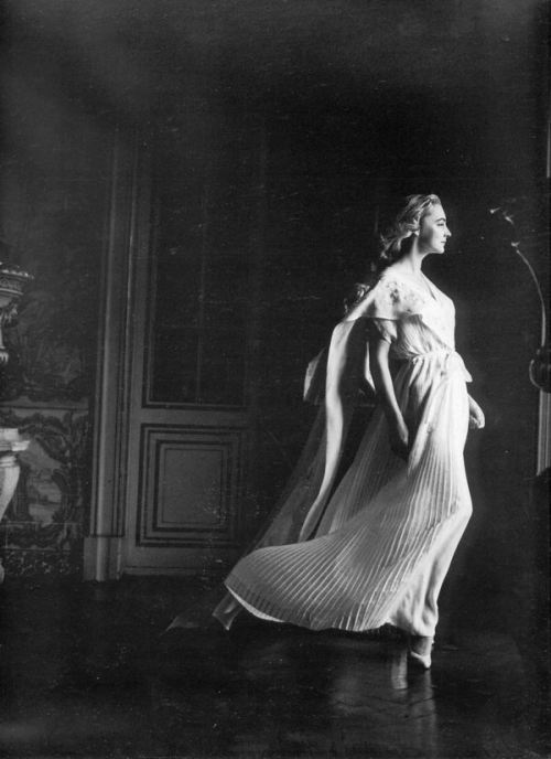 theniftyfifties:  Margaret Philips wears an evening gown photographed by Henry Clarke, 1957.