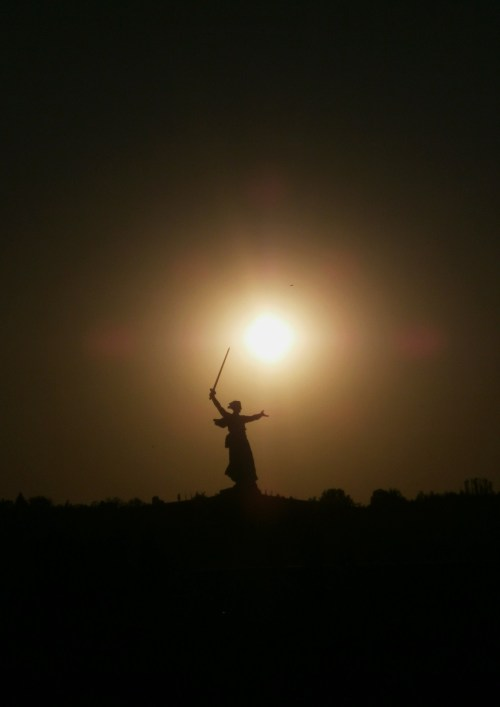 The Motherland Calls! (Russian: Родина-мать зовет!) Mamayev Kurgan, Volgograd, Russia Unveiled in 1967, The Motherland Calls was constructed to commemorate the battle of Stalingrad (1942-1943). The statue stands 91 meters tall (299 feet) and was designed by sculptor Yevgeny Vuchetich and structural engineer Nikolai Nikitin.