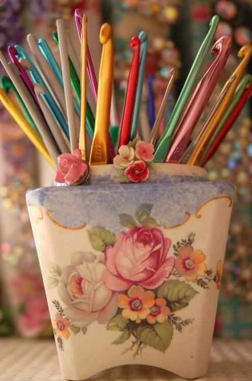 happydayout:  colorful crochet hooks