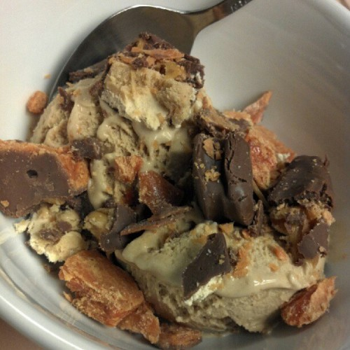 Coffee ice cream + PB Snickers + Butterfinger = bomb.com homayyy #ieatgood #cheatday  (Taken with Instagram)