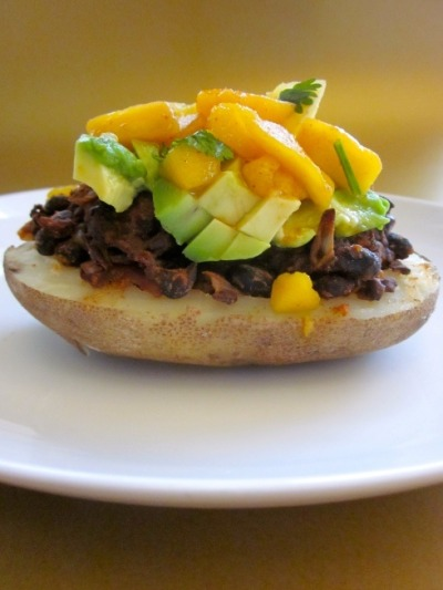 Here is a black bean stuffed potato with an avocado and mango salsa… The best way to eat a baked potato! What's more, it's perfect for vegans!