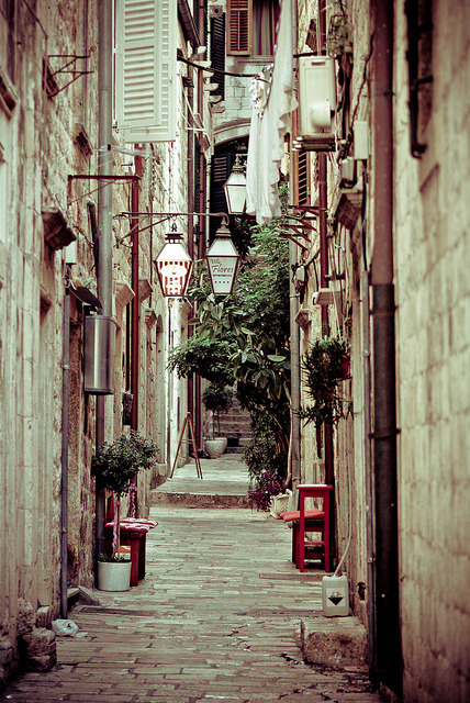 zarzor:  Walking down the streets by macio-b on Flickr.