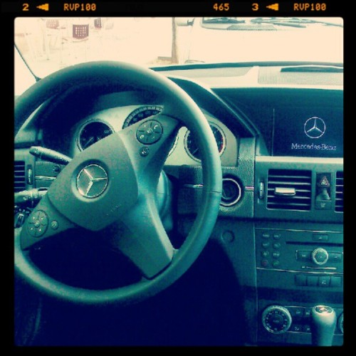 Inside of my father's car. #mercedesbenz #mercedesglk. #glk #mb #benz #car #instagood #nice #cool #mbenz (Tomada con Instagram)