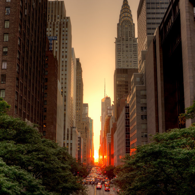 aspirethesenses:  Manhattanhenge, July 2011 (by: Justin Kiner)