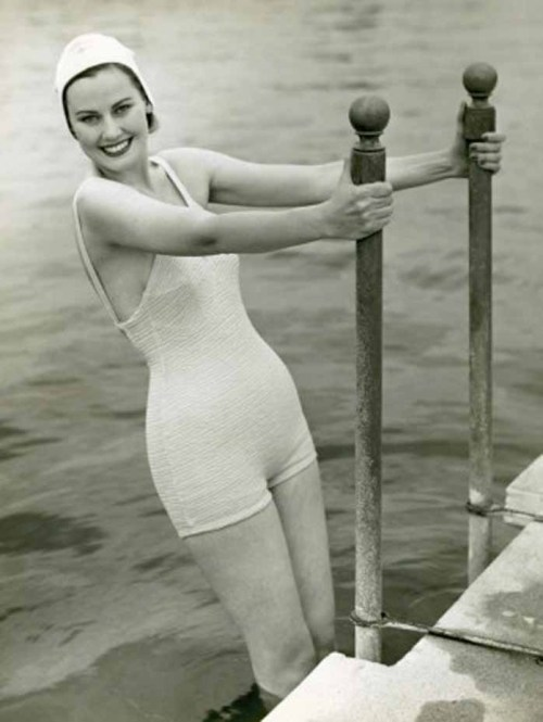 hollyhocksandtulips:  1940s swimwear