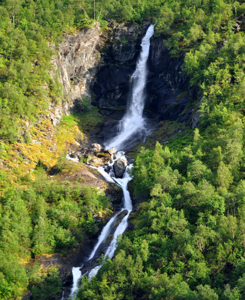 uoa:  Waterfall in Sunndalen (by ystenes)