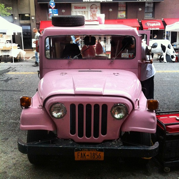 ilikeitinmymouth:  They're selling cotton candy out of this Jeep. (Taken with Instagram)