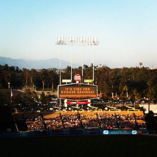 mightyflynn:  Dodger Stadium, home of the Los Angeles Dodgers Los Angeles, California Photo by ktkyletaylor