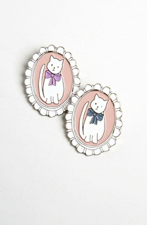 teen-witches:  Cat Cameo Brooch