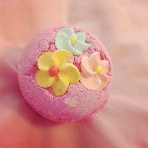 xomissjesslee:  about to have a lush bath! #yaya #lush (Taken with Instagram)