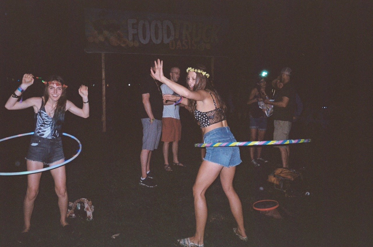 daisiesinthebongwater:  hula hooping at the food truck oasis