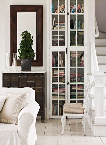 dyingofcute:  rustic drawers and white bookcase
