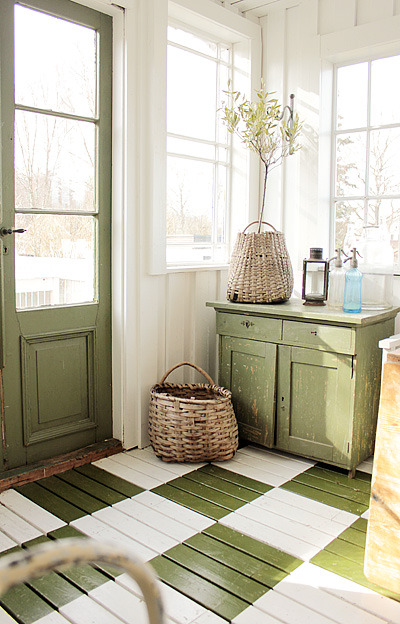 this is such a lovely entryway, or laundry. i love the distressed country style, like there's someone always busy in there to make others happy; a sort of old-fashioned sit-com.