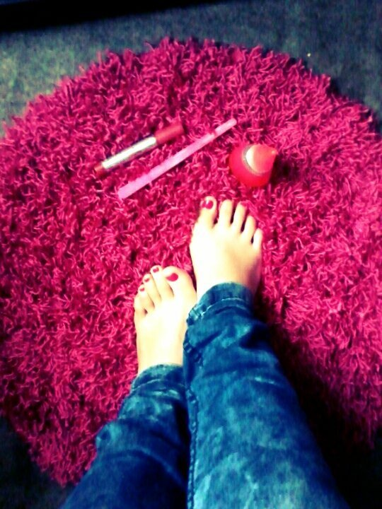 Mi alfombra mega pink jajaja (from @KatherinnaIsab on Streamzoo)