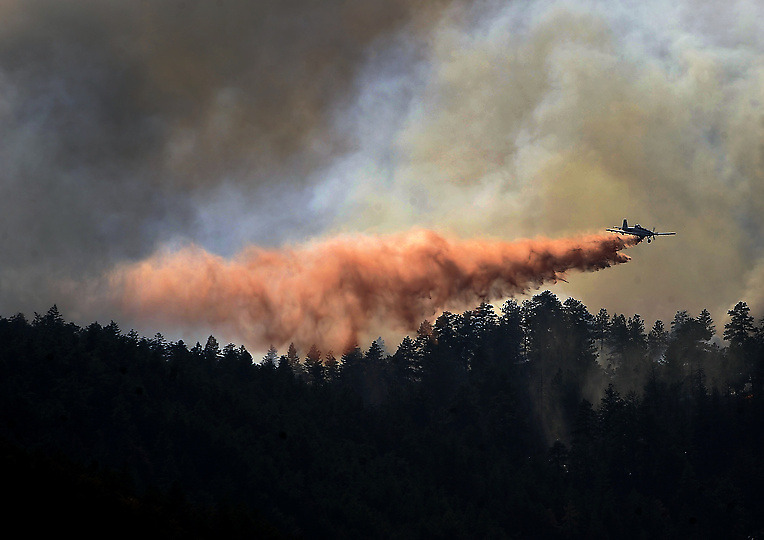 Wildfire: Red slurry's toxic dark side With retardant's potential threat to wildlife and water, authorities ponder limiting its use The hundreds of thousands of gallons of red slurry that air tankers are dropping on Colorado forests to shield mountain houses from wildfires has a downside: It is toxic. Laced with ammonia and nitrates, it has the potential to kill fish and taint water supplies.