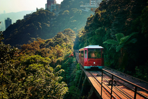 inspirens:  Peak Tram (Hong Kong) by Emma Fok on Flickr.