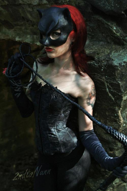 A kind of Catwoman/Batwoman mash up. Check out that tat' marenmerpherl:  atleedala: Catwoman cosplay Model: Karinna Atlee Photographer: 2nd to Nunn Photography