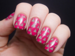 chalkboardnails:  Triangle Pattern Nails L'Oreal Check Me OutL'Oreal Eiffel For You