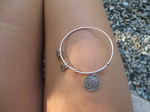 salty-d-a-w-n:  naive-daisy:  naive-daisy:  new alex and ani annnd i love ittt<3 meow  minee:')  ☾ ☮ • ˚ * ❂  ☼ ☯ ✌ ☀